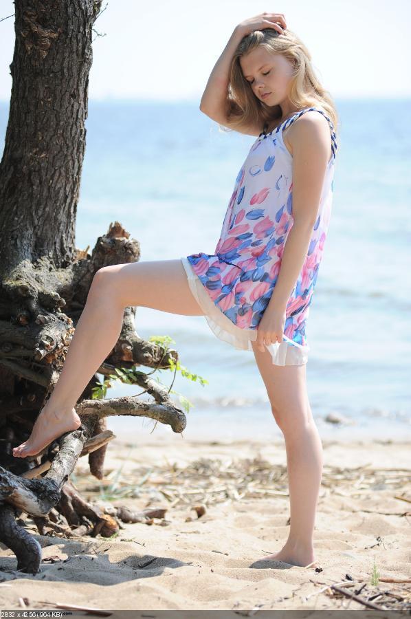 Outdoor Teen Kisa On the Beach [Amateur] [2832 x 4256, 110]