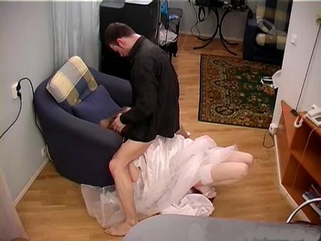 Жестко отъимел невесту в тугую киску