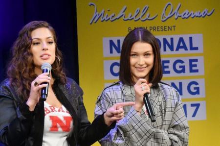 Эшли Грэм и Белла Хадид выступили на MTV's College Singing Day с участием Мишель Обамы