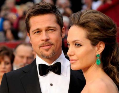 Анджелина Джоли манипулирует Брэдом Питтом